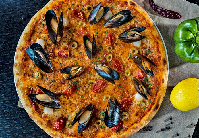 Pizza with mussels (32 cm)