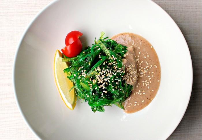 Kaiso salad with nut sauce