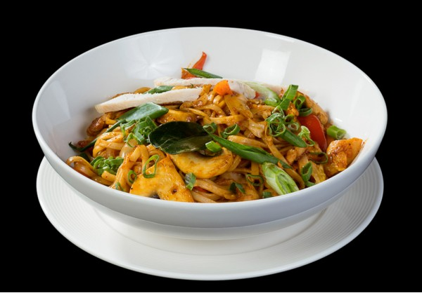 Chicken in Pad Thai sauce with noodles