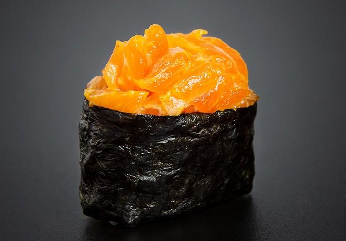 Spicy Sake nigiri (1 pcs.)